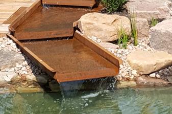 Schwimmteich mit Bachlauf